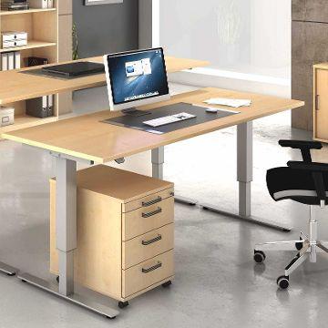 Arbeitsplatz mit ergonomischen Möbeln
